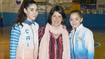 Delfina Rullier, la profesora Celeste Garay y Lucía DElía representaron a la CAI en el ámbito internacional del patín artístico.