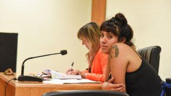 Brenda Vargas está otra vez embarazada, pero seguirá detenida hasta que culmine el juicio en su contra. Ayer se ordenó su traslado a Trelew porque tuvo problemas en Rada Tilly.