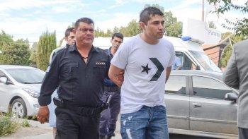 Andrés Almonacid al ser conducido a una audiencia judicial.