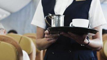 Según un informe de la revista estadounidense Time, el agua para el té y el café que utilizan en el avión proviene de la canilla.