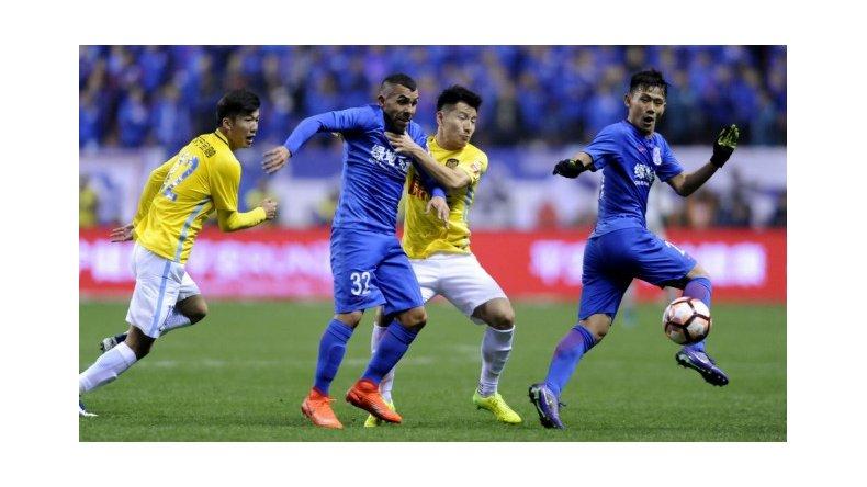 Con un gol de Carlos Tevez, su equipo ganó en la liga china