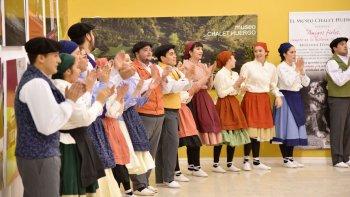 El baile fue una de las postales principales de la fiesta por la Noche de San Juan.