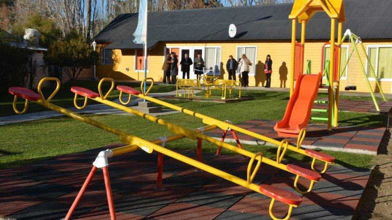 Los juegos infantiles con parquización y sistema de riego en el Jardín N° 12 de Cañadón Seco