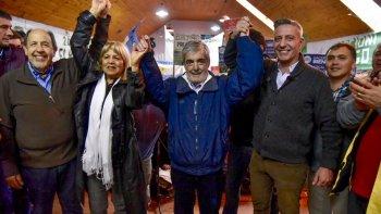 La presentación de la fórmula de precandidatos a diputados nacionales del frente Chubut para Todos que encabezan como titulares Mariano Arcioni y Rosa Muñoz.
