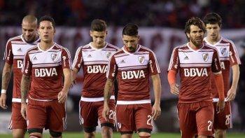 River sale a asegurar su plaza a la Libertadores 2018 con varios reemplazos y en un marco de sospecha por los dos casos de dopaje confirmados.