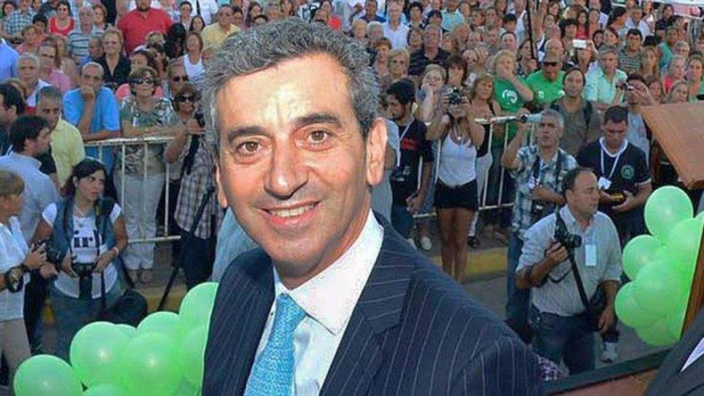 El precandidato a senador nacional por Cumplir comenzó la campaña en redes sociales.