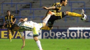 En un duro partido, jugado bajo la lluvia en Mar del Plata, Olimpo se quedó en Primera y mandó al descenso a Aldosivi.
