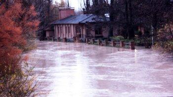 preocupa la crecida del rio chubut y lo monitorean