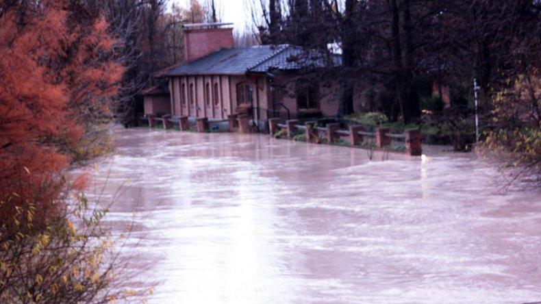 Preocupa la crecida del río Chubut y lo monitorean