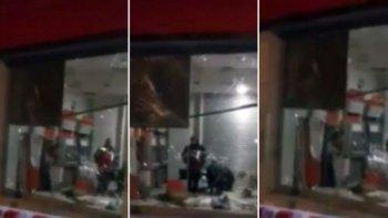 destruyeron un cajero con explosivos y se robaron 100 mil pesos
