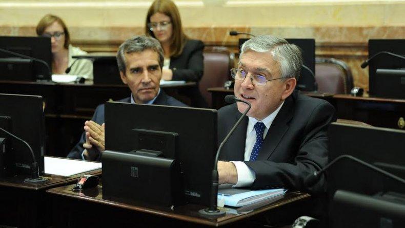 Pais interpeló a Peña por la postergación de obras y la crisis petrolera