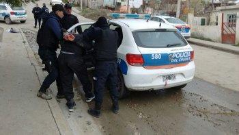 Nahuel Silveira fue detenido por efectivos de la Seccional Séptima en un patio de Adela Small al 1300 al que se había arrojado desde un techo de unos tres metros de altura.