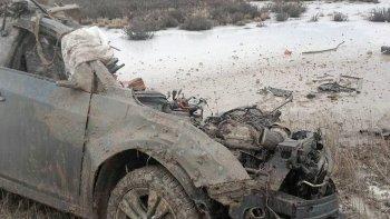El Chevrolet Cruze quedó totalmente destruido ante el impacto con el camión.