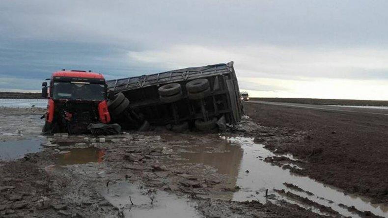 El conductor de un auto murió en un choque con un camión cerca de Garayalde