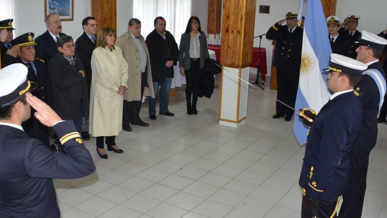 Un asesor legislativo procura convencer al concejal Martínez que deje de discutir con el secretario general del SOEMCO
