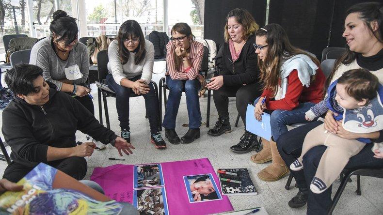 Hablemos de Todo comenzó el miércoles en el Centro de Información Pública. Busca capacitar a personas en diversidad sexual