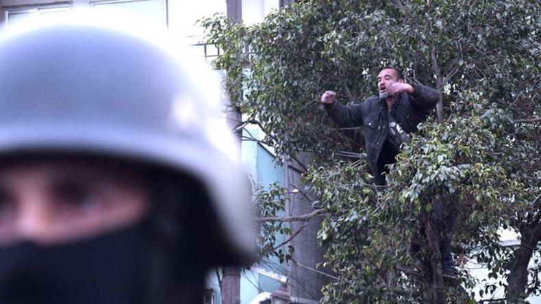 Un borracho se subió a un árbol e interrumpió a Bullrich