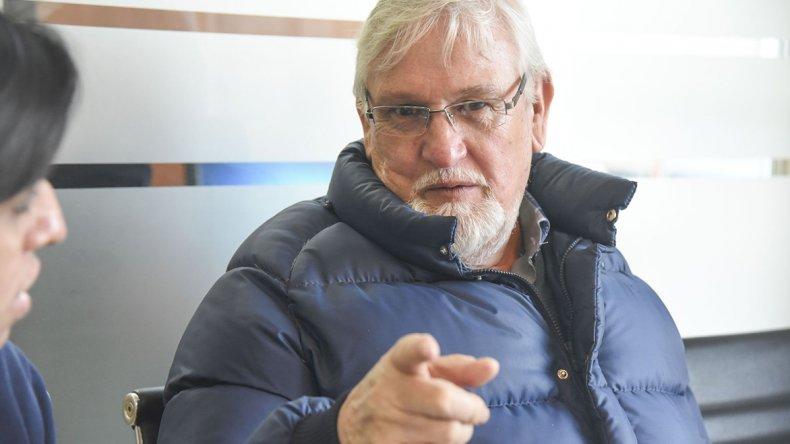 El escritor Hugo Covaro presentará hoy