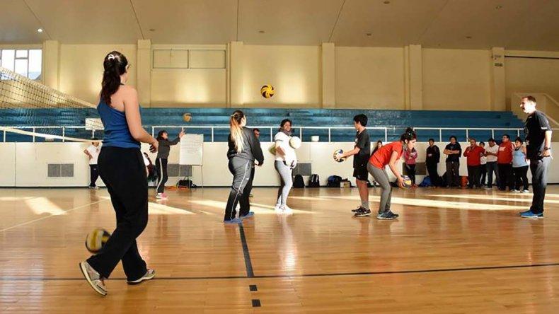 En la cancha principal del gimnasio municipal 1 se realizaron actividades para los chicos.