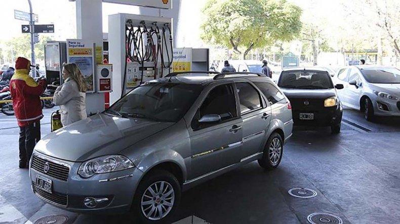 El estacionero Raúl Castellanos recordó que los valores se revisan cada tres meses.