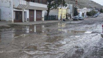 Las secuelas del desastre persisten en la ciudad. Por ejemplo así está hoy la calle Huergo, al 1.100.