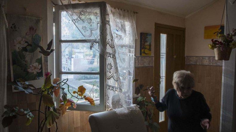 El delincuente ingresó por la ventana y luchó con la docente jubilada hasta que se dio a la fuga.