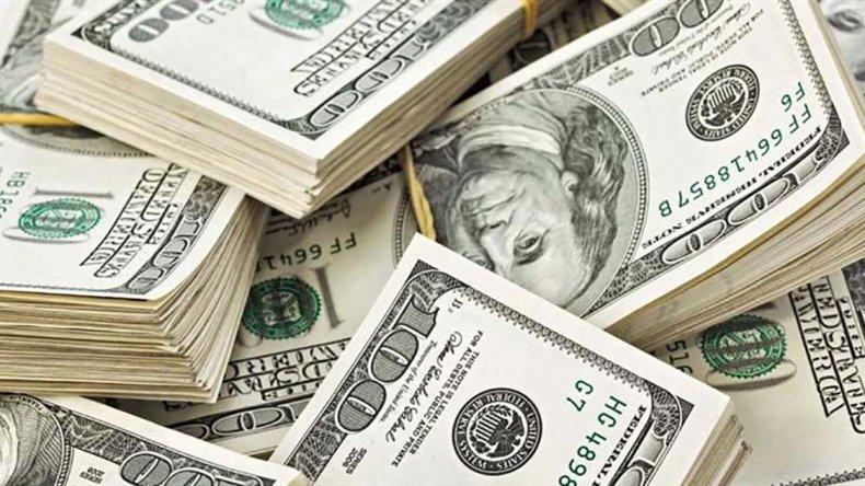 Dólar avanza cinco centavos