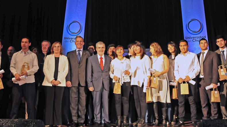 Das Neves presidió la 4° Colación de Grado de la Universidad del Chubut