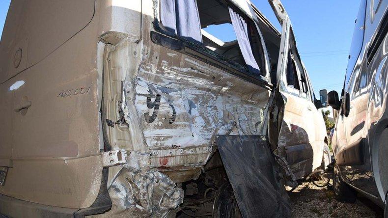 La Mercedes Benz Sprinter y la Ford Ranger que protagonizaron el accidente.