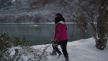 En Parque Nacional Tierra del Fuego el frío no parece molestar a los visitantes que deciden realizar actividades al aire libre.