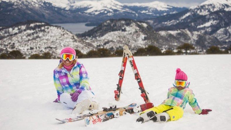 El esquí es una de las actividades que las familias eligen en la villa neuquina.