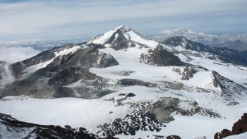 mendoza: alerta amarilla por la actividad del volcan peteroa