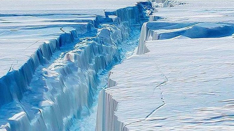 Uno de los mayores icebergs del mundo se ha desprendido del segmento Larsen C de la Antártida.
