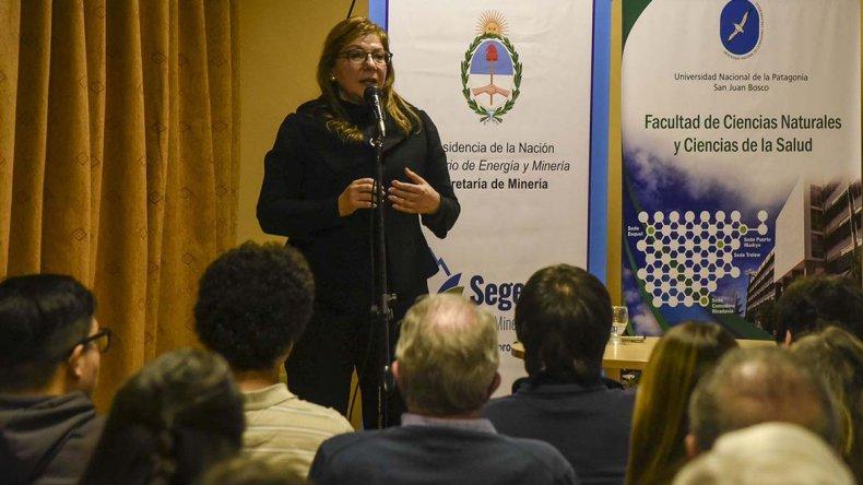 La geóloga Adriana Ocampo explicó ayer las características de la misión más difícil de la historia de la NASA en Comodoro Rivadavia.