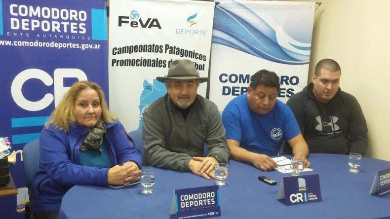Autoridades de Deportes y del vóley realizaron el lanzamiento en el gimnasio municipal 1.