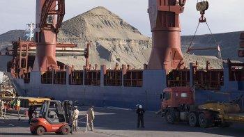 En el puerto de Comodoro el avance de obras es por goteo, dijo un diputado provincial al reclamar que Macri cumpla con sus promesas.