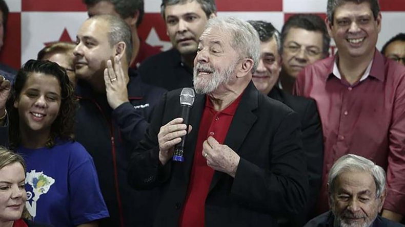 Lula ofreció una conferencia de prensa junto a miembros de su partido.