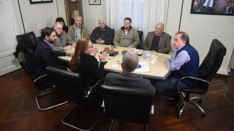 Los profesionales de la NASA y CONAE se reunieron ayer con el intendente Carlos Linares y otras autoridades municipales.