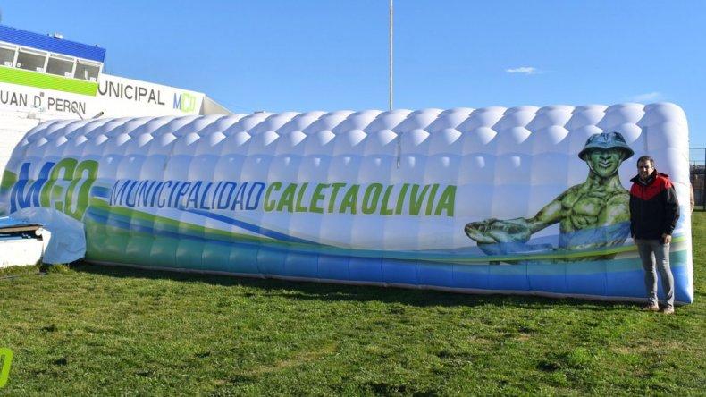El Estadio Municipal de Caleta Olivia adquiere mayor jerarquía con la incorporación de una manga inflable que se será estrenada este domingo en el partido que sostendrán dos equipos locales por el Torneo Federal B.