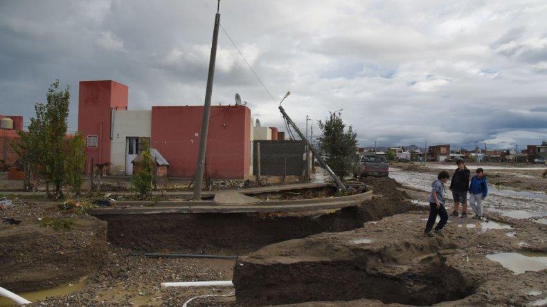 Lo que pasó después del temporal continúa siendo motivo de enfrentamiento entre funcionarios provinciales y municipales.