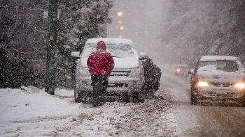 nevadas en patagonia: vuelos cancelados, rutas cortadas y falta de servicios