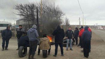 Trabajadores de Oleosur levantaron el bloqueo que habían impuesto en la base operativa de la empresa en Las Heras.