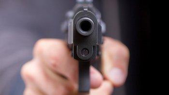 lo imputaron por portacion de arma  y amenazas pero lo dejaron libre