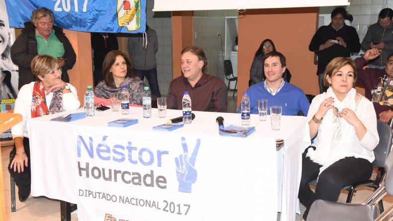 Néstor Hourcade lanzó su campaña como precandidato a diputado nacional por el Frente Para la Victoria ayer