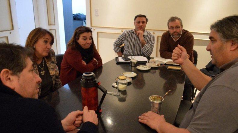 Alejandro Garzón –derecha- planteó una firme postura ante autoridades del CPE que finalmente dejaron sin efecto la resolución.