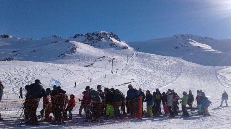 Más de 3 mil esquiadores y un fin de semana a pleno en La Hoya