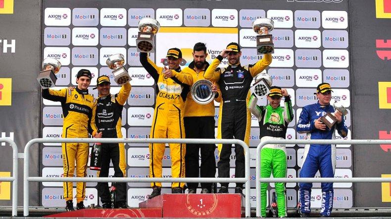 El podio del TC2000 donde los mejores fueron Mariano Pernía y Facundo Ardusso con Renault Fluence.