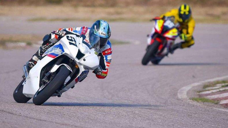 El Super Bike se presentó ayer en al autódromo de La Rioja con presencia comodorense.