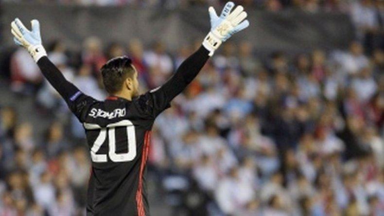 Sergio Romero renovó su contrato con Manchester United