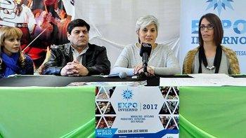 Integrantes de la comisión organizadora de la Expo Invierno, dieron a conocer detalles de la popular muestra que esta tarde será inaugurada en instalaciones del Colegio San José Obrero.